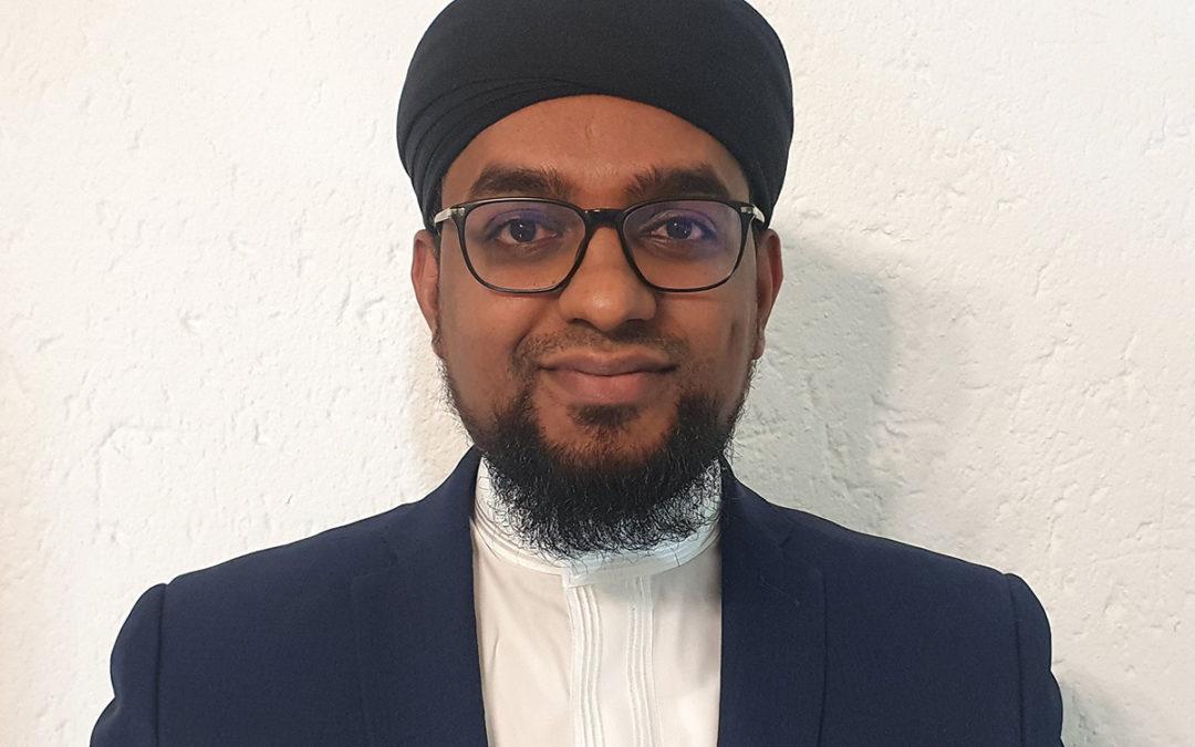 Huzaifah Khan, 30